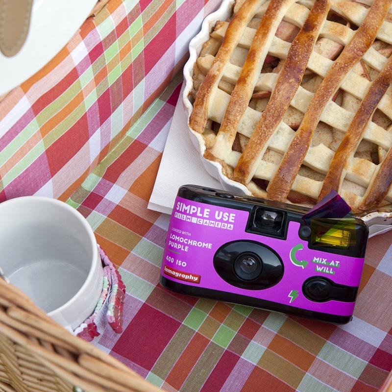 Máy ảnh Lomography Simple Use Purple 400 (27 kiểu) kèm flash (Chính hãng)