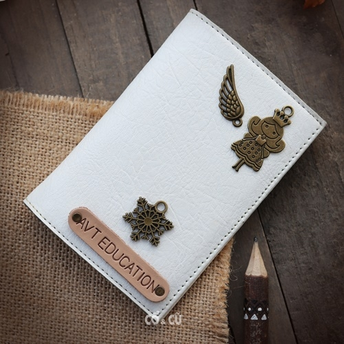 Passport holder trắng #2