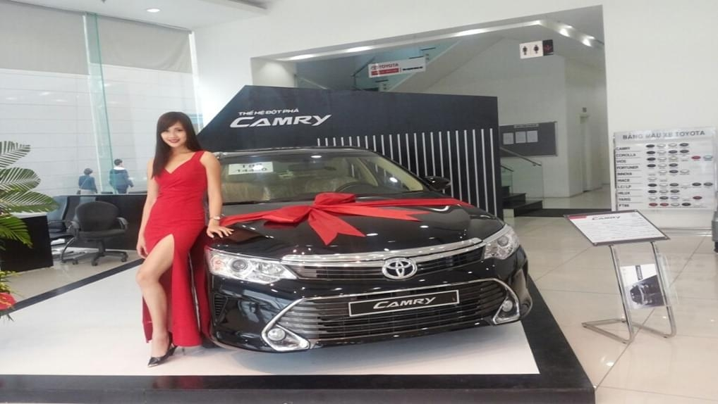 TOYOTA CAMRY 2.0E AT