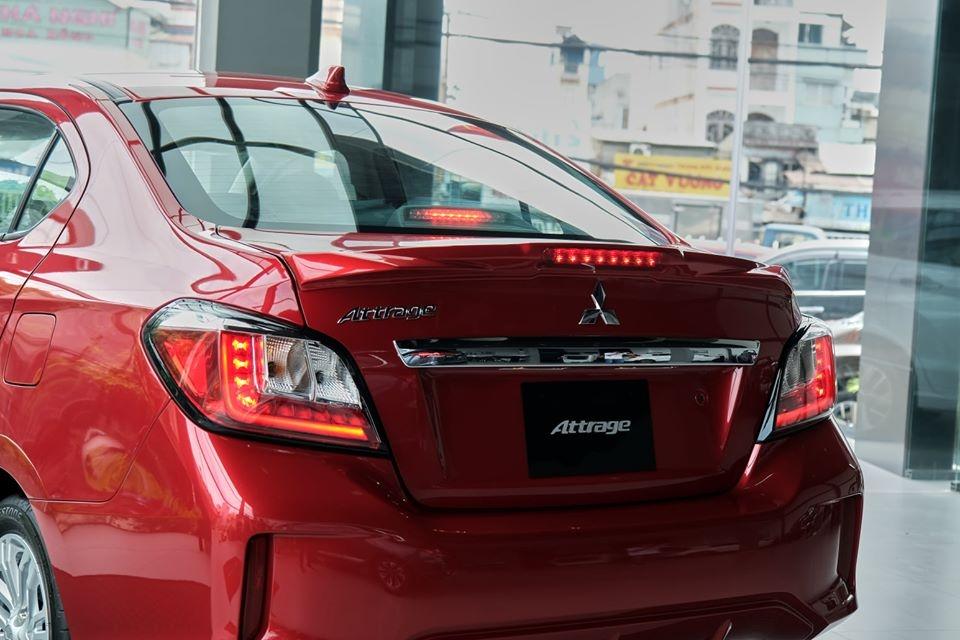 đuôi xe mitsubishi attrage 2020
