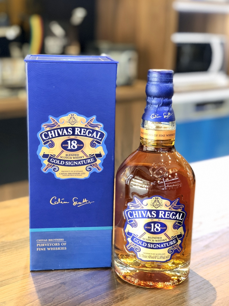 RƯỢU CHIVAS REGAL 18 GOLD SIGNATURE