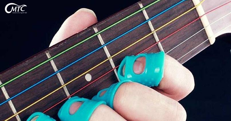 Kết quả hình ảnh cho sử dụng giấm táo để giảm đau tay khi chơi đàn