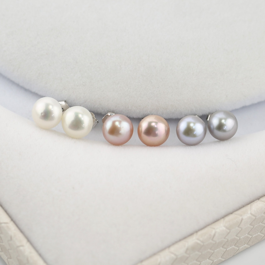 Small stud pearl earrings