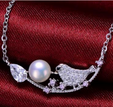 Pearl with Dove design Necklace in Hanoi