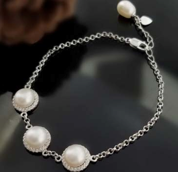Three Pearl Bracelet