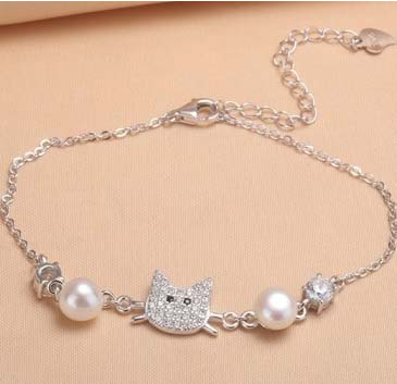 Pearl with Cat design Bracelet