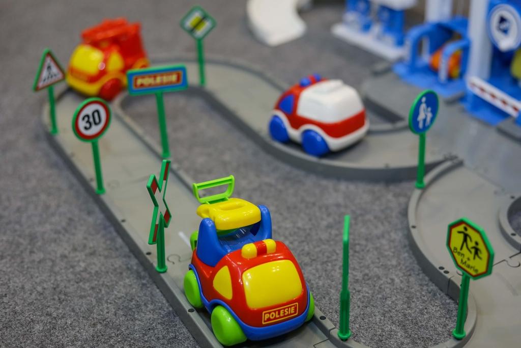 mẫu xe trưng bày carat trên bộ bãi đỗ xe Polesie triển lãm 01062019