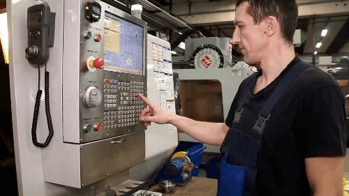 hệ thống máy móc hiện đại sản xuất đồ chơi polesie