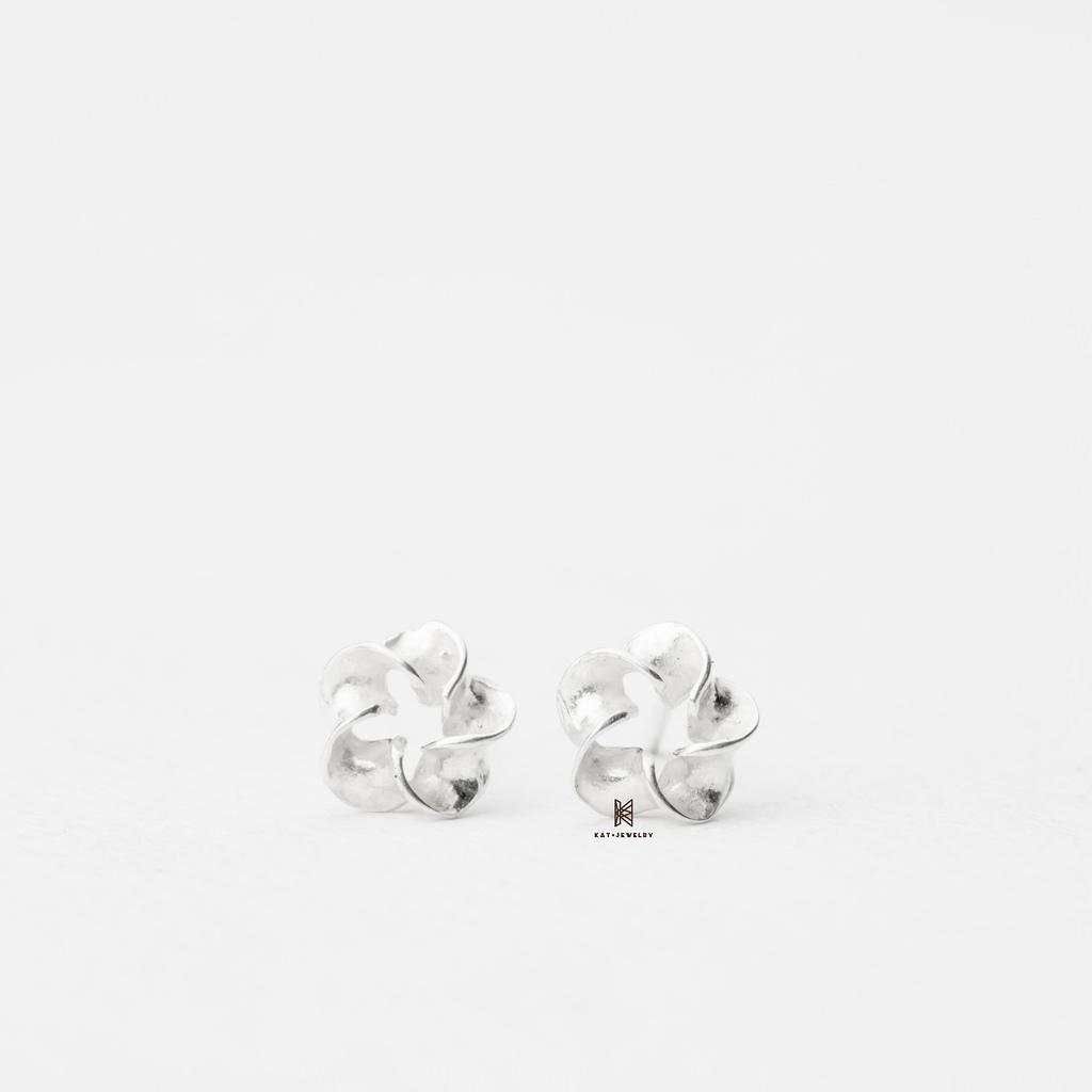 E STUD TWIST FLOWER
