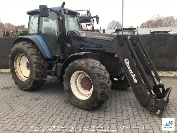 New Holland TM150 xúc lật