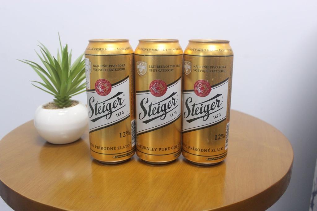 Kết quả hình ảnh cho Bia Steiger vàng
