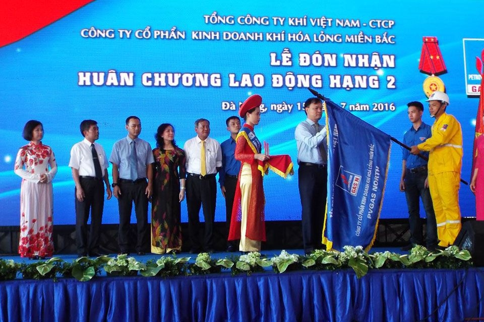 Event commemorating the founding anniversary and receiving the medal