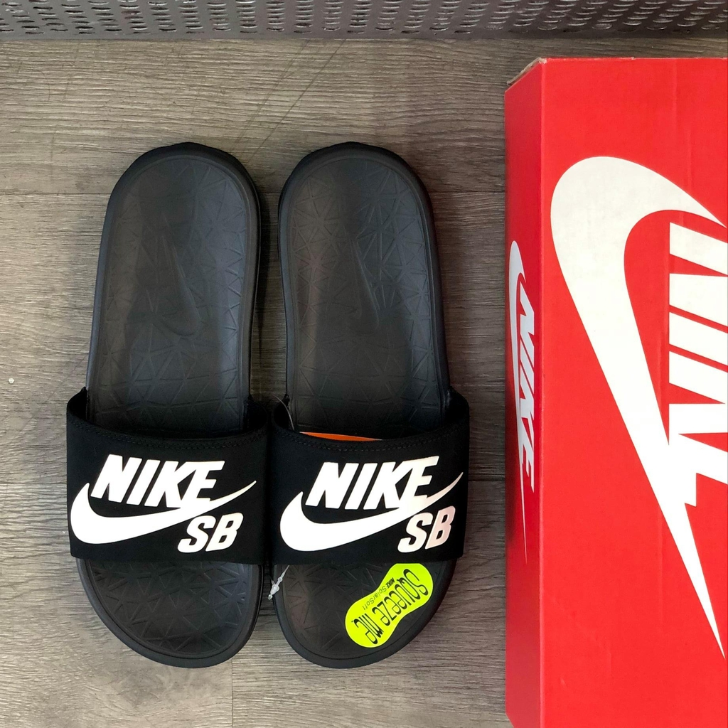 Nike Scarpe Benassi Solarsoft SB Sandals Black White