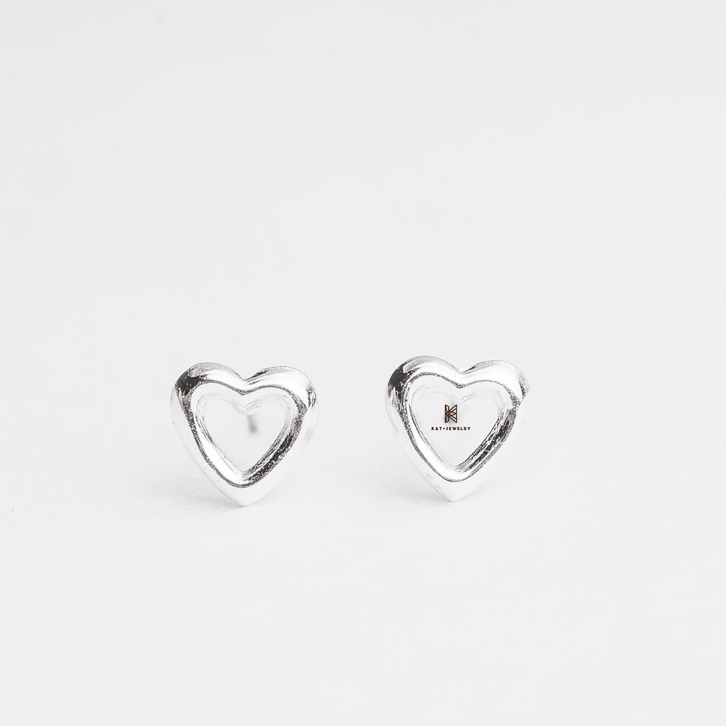 E STUD ROUNDED SLEEK HEART