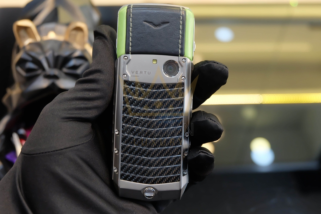 Vertu Ascent Titanium Carbon Fibre Green Leather