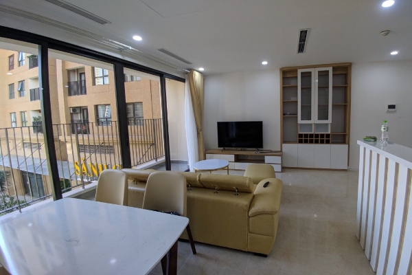 Large apartment for rent in Vinhomes Dcapitale