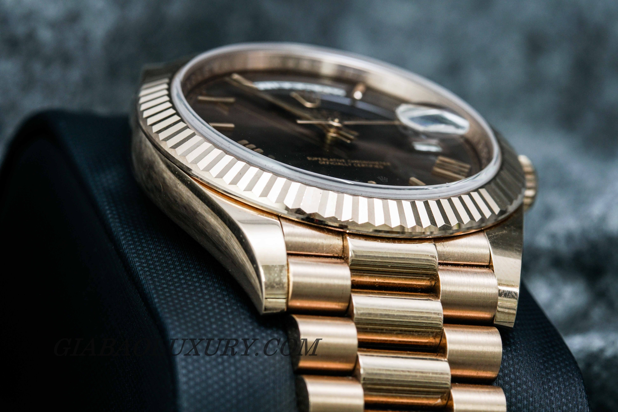 ĐỒNG HỒ ROLEX OYSTER PERPETUAL DAY-DATE 228235