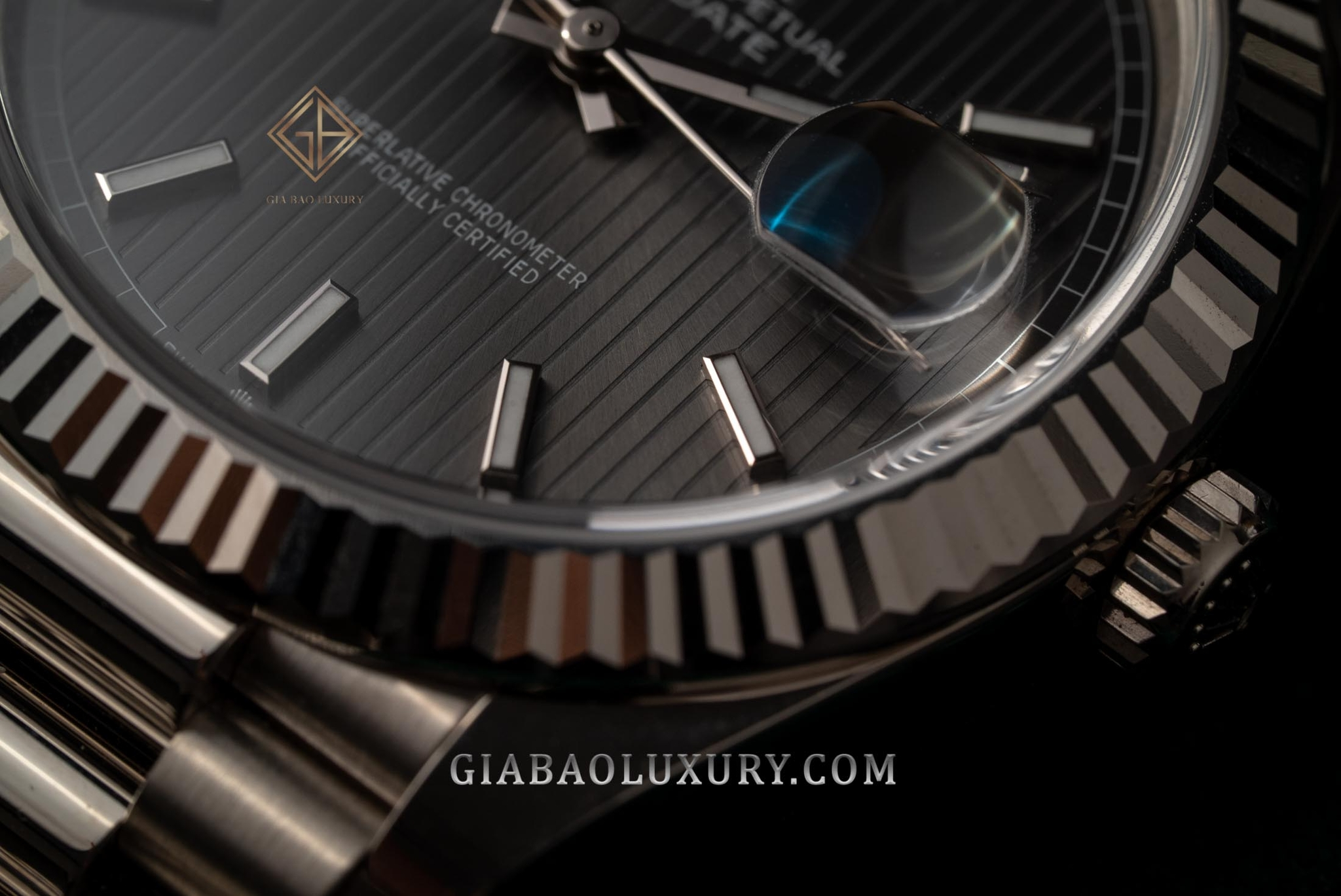 Review Đồng hồ Rolex Day-Date 228239 Mặt số Rhodium kẻ sọc