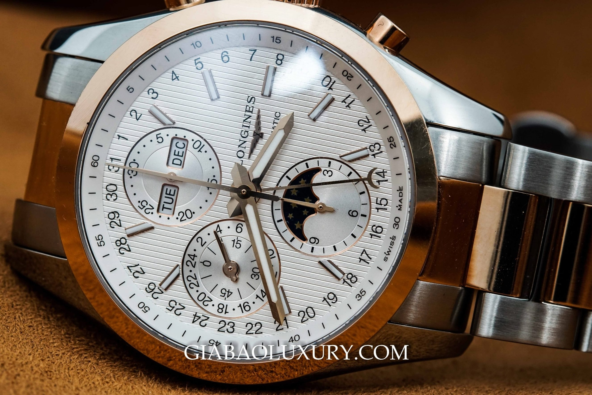 Đồng hồ Longines Conquest Classic Chronograph Moonphase L2.798.5.72.7