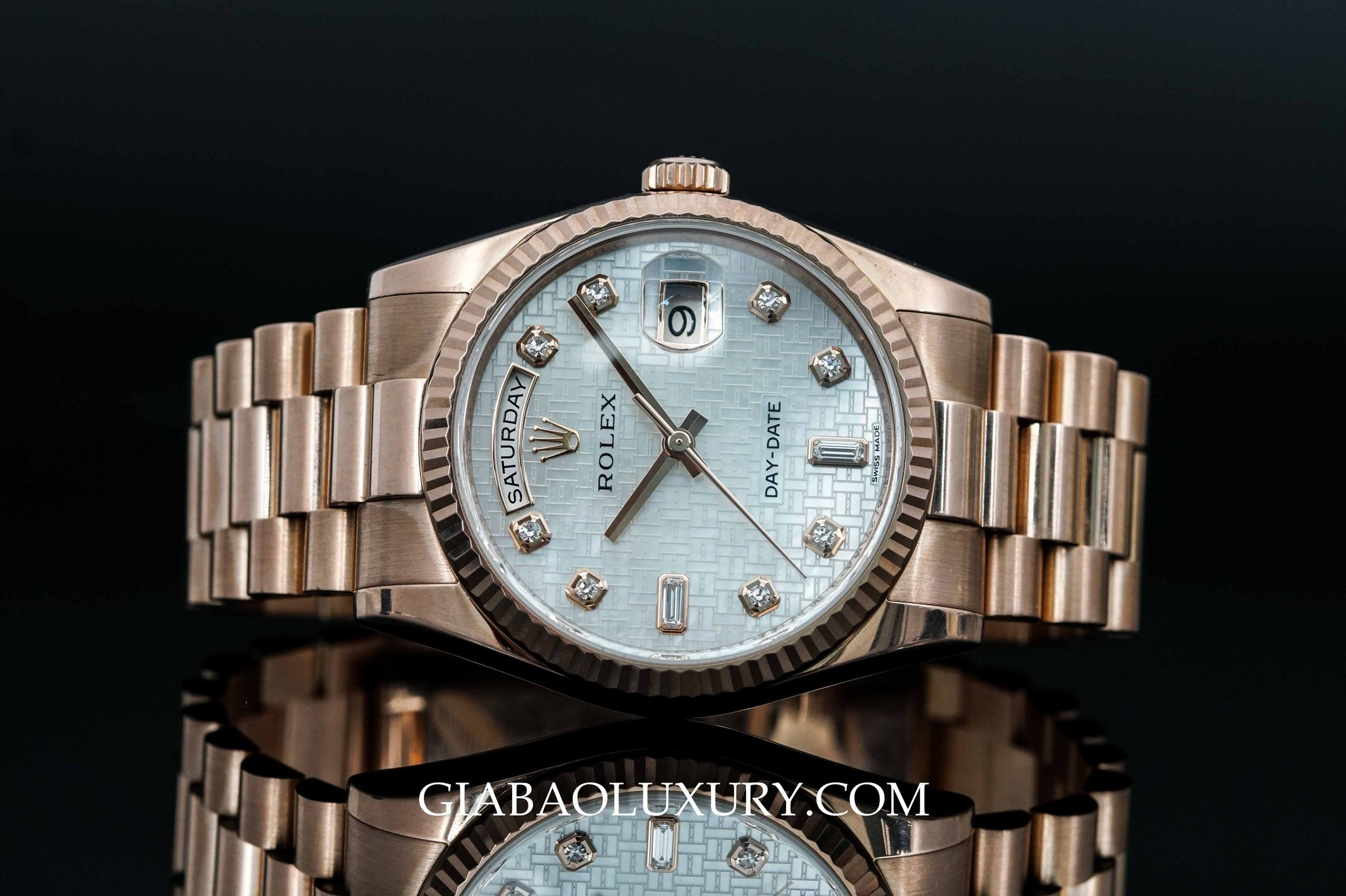 Đồng hồ Rolex Oyster Perpetual Day-Date 11235 mặt khảm trai họa tiết