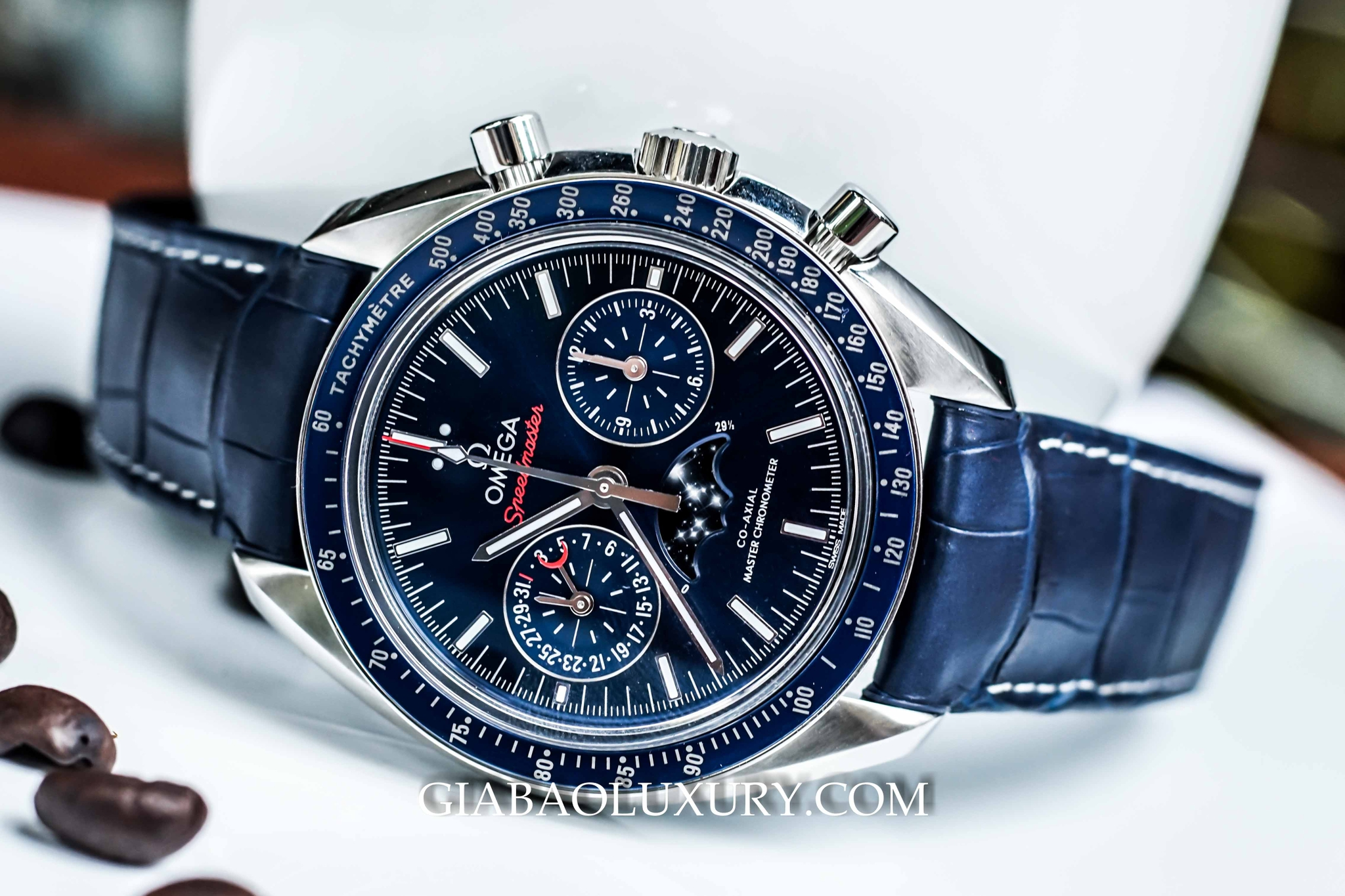 đồng hồ Omega Speedmaster Moonwatch Moonphase Chronograph Master Chronometer