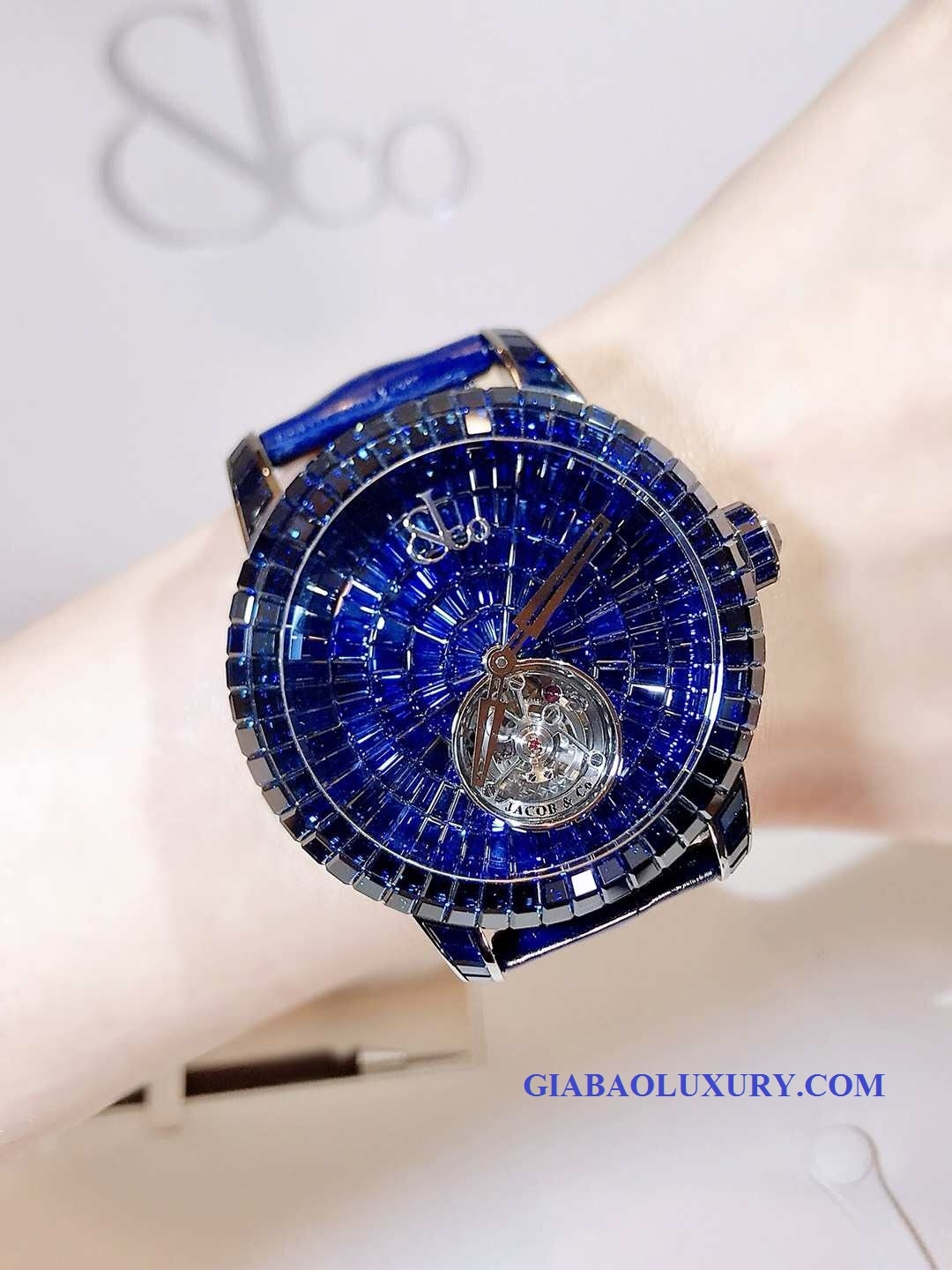 Đồng Hồ Jacob & Co Caviar Flying Tourbillon CV201.30.BB.BB.A