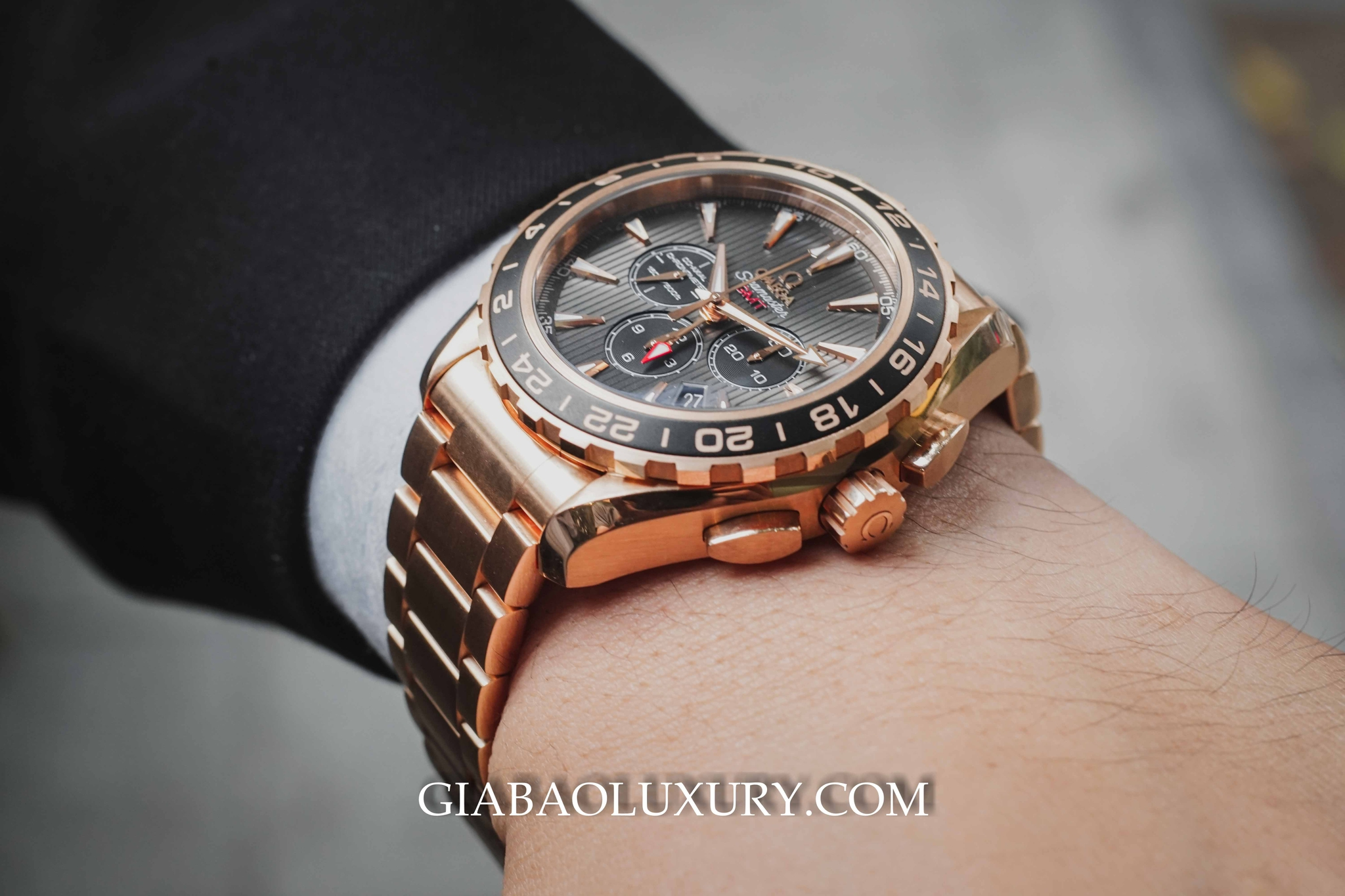 Review đồng hồ Omega Aqua Terra 150m Co-Axial GMT Chronograph