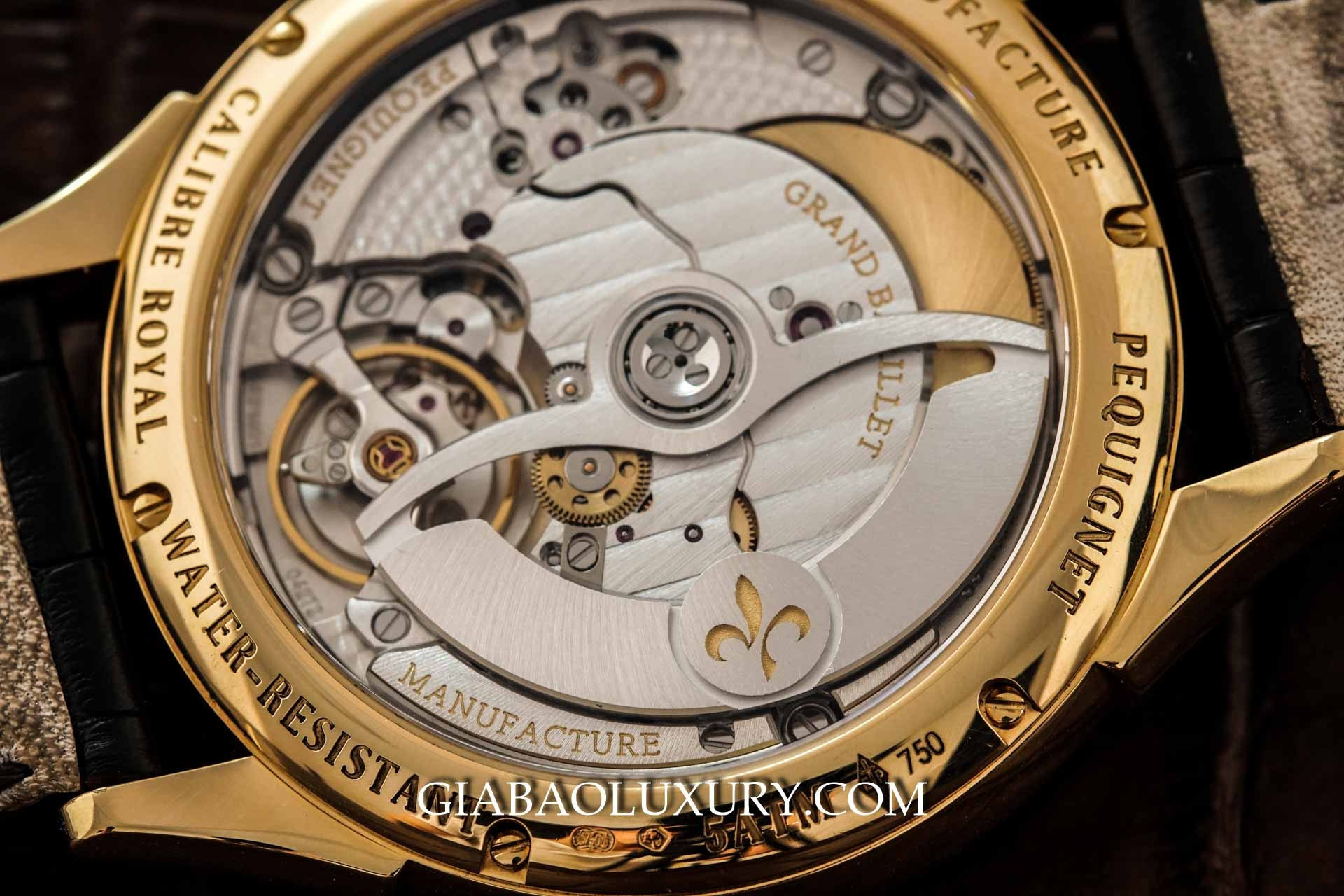 Đồng Hồ Pequignet Rue Royale Moonphase Yellow Gold 9011438CN