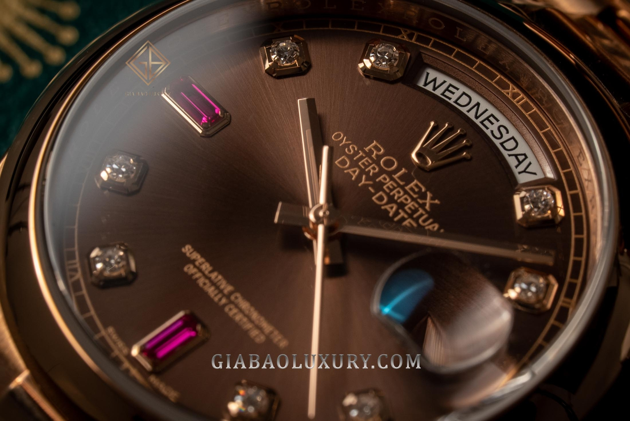 Review đồng hồ Rolex Day-Date 118205 Mặt chocolate, Ruby đỏ
