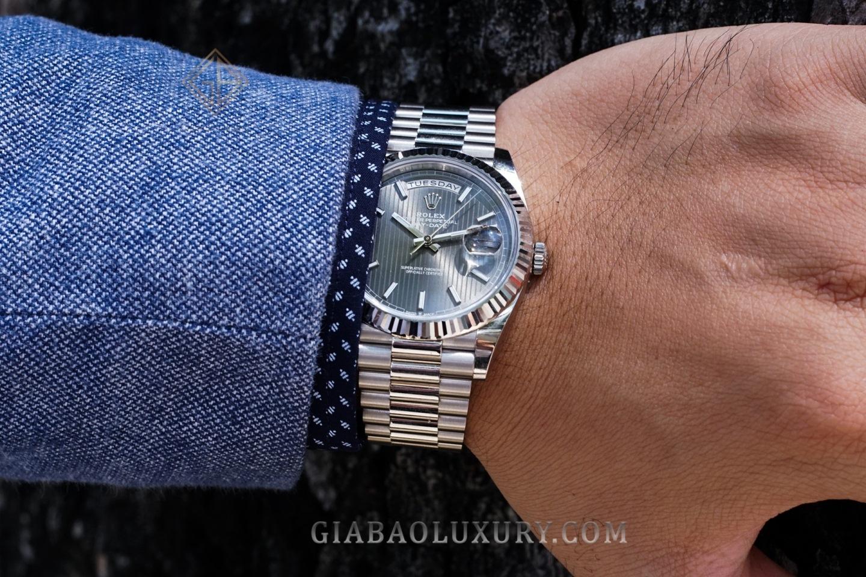 Đồng Hồ Rolex Day-Date 40 228239 Mặt Số Rhodium Họa Tiết Sọc