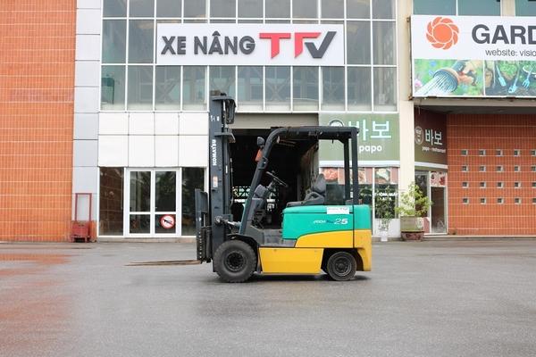 Xe nâng điện ngồi lái hiệu Komatsu