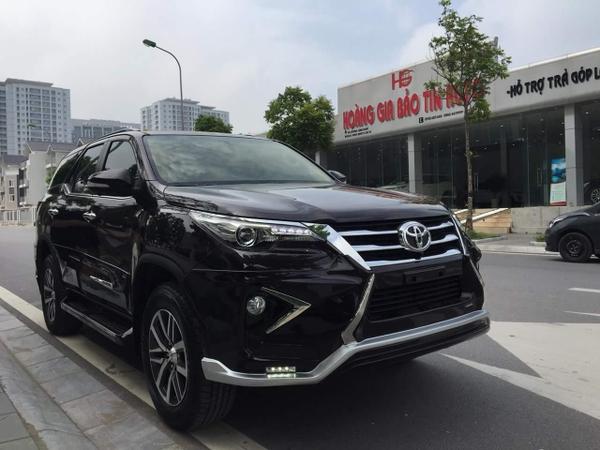 Toyota Fortuner 2019 độ Lexus kiểu dáng antivus màu nâu