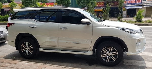 ốp hông body kit lexus cho fortuner