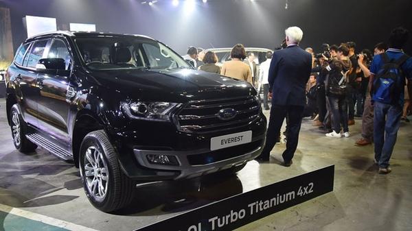 Ford Everest 2019 nhập khẩu màu xanh