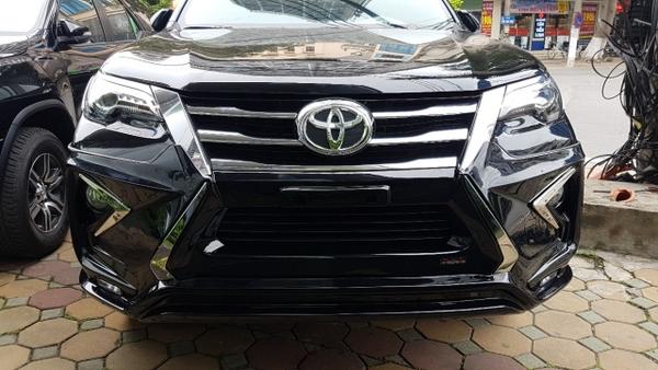 đầu xe Toyota Fortuner 2021 độ Lexus