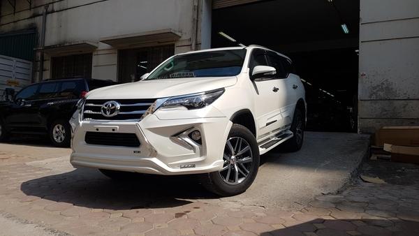 Toyota Fortuner 2019 độLexus LX 570 màu trắng