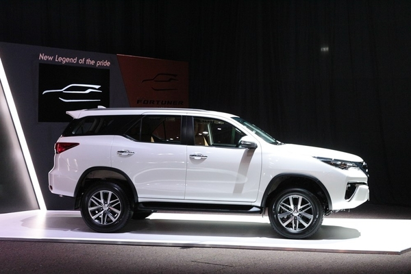 Thân xe Fortuner 2017