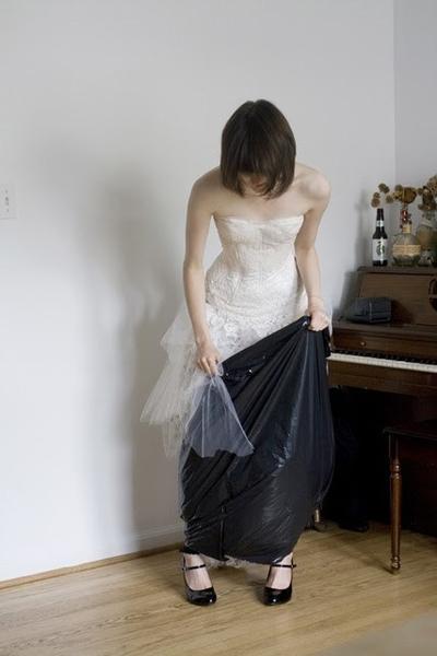 Giải quyết việc đi vệ sinh cho cô dâu khi mặc váy cưới