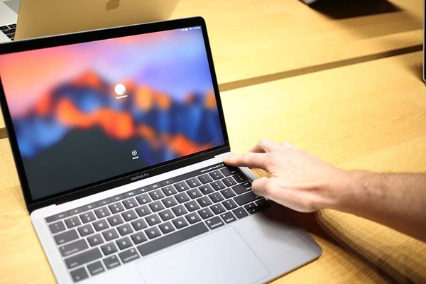 Touch ID trên Macbook Pro MLH32