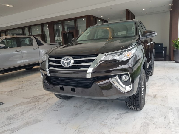 gia-xe-toyota-fortuner-may-xang-2-7at-4x2
