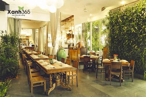 Nhà hàng Gạo (TP. HCM) trang tríkhông gian xanh với cây xanh đẹp mắt