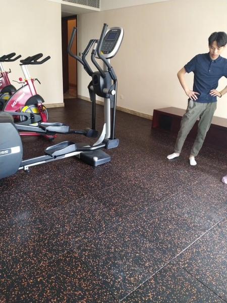Báo giá thi công sàn cao thu phòng Gym