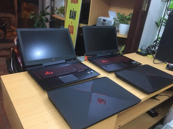 Laptop Đồ họa HP OMEN 17 i7-7700HQ  2.80GHz, Ram 8GB, 128GB SSD + 1TB SATA HDD, GTX1070 - 8GB, 17.3 Full HD.
