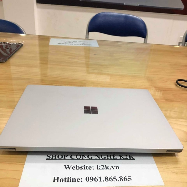 Surface Laptop intel Core i7-7600U / Ram 8GB PC4L / 256GB SSD PCLE M2 / Intel HD graphics 620 / 13.5 inch  (2256 x 1504) Touch screen / Windows 10.