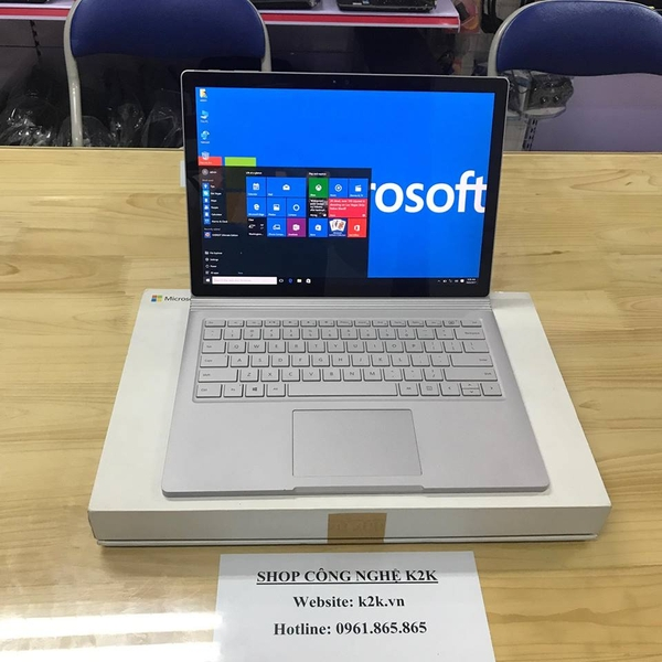 Microsoft Surface Book 1 (Intel Core i5, 8GB RAM, 256GB SSD, VGA Intel HD Graphics, 13.5 inch Touch Screen, Windows 10 Pro)