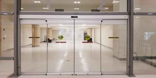 Các lợi ích tuyệt vời khi sử dụng cửa tự động. Cua-tu-dong-nha-hang-83d66f9c-aa35-4ca0-8e2b-1a5b317b9869