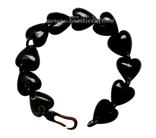 Solid horn bangle bracelet with heart shape