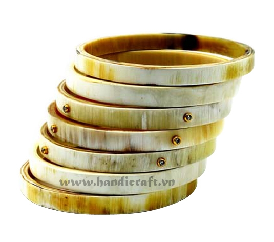 Horn bangle bracelet set with precious stone