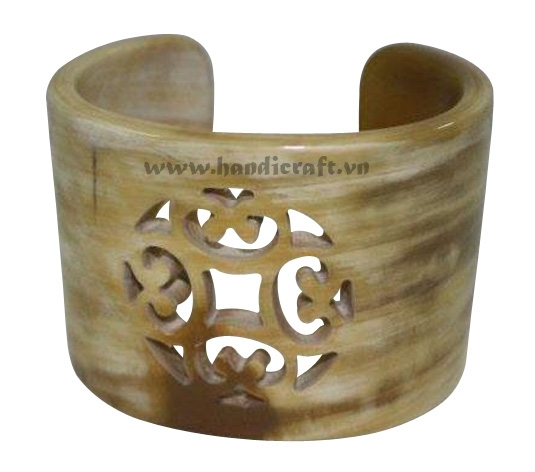 Natural horn carved cuff bracelet