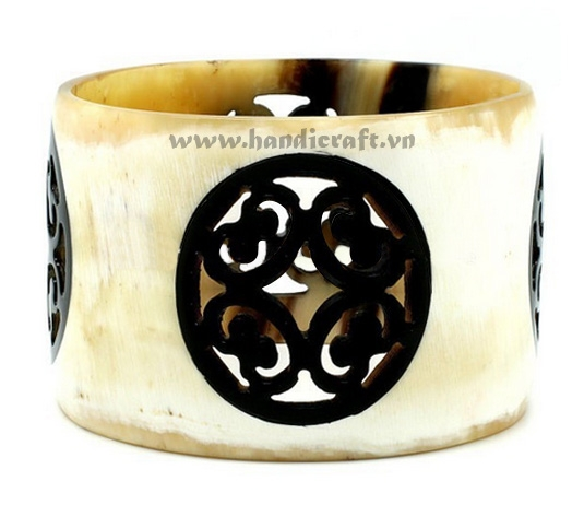 Carved horn & black lacquer bangle bracelet